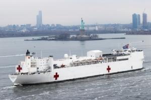 เรือพยาบาล ยูเอสเอ็นเอส คอมฟอร์ต เดินทางไปถึงนครนิวยอร์กเมื่อวันที่ 30 มี.ค. เพื่อช่วยรับมือการแพร่ระบาดของโควิด-19