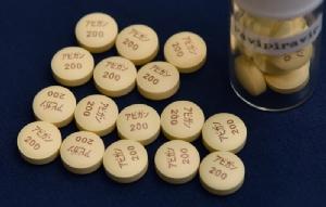 ยาต้านเชื้อไข้หวัดใหญ่ 'อาวีแกน' หรือ 'ฟาวิพิราเวียร์' ที่ผลิตโดยบริษัท ฟูจิ ฟิล์ม ของญี่ปุ่น