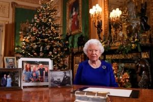 "In Clip: ควีนเอลิซาเบธทรงขอให้ชาวอังกฤษ ""มีวินัยของตัวเอง"" และ ""มุ่งมั่น"" เพื่อผ่านวิกฤตไวรัสโคโรนา"