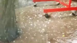 ยับเยิน! พายุลูกเห็บเท่าไข่ไก่ถล่มหมู่บ้านสุรินทร์ บ้านเรือน-ยุ้งข้าวพังเสียหายอื้อ