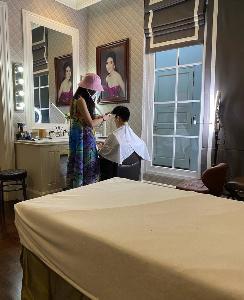 """""""อภิชาติ ลีนุตพงษ์"""" เจ้าพ่อซูเปอร์คาร์แห่งลัมโบร์กินีไทย ให้หม่อมศรีภรรเมียเปิดซาลอนตัดผมที่บ้านซะเลย!?"""