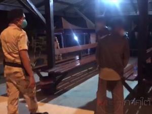 ตร.พร้อมฝ่ายปกครองหาดใหญ่จับ 2 หนุ่มเมากลับบ้านเลยเวลาเคอร์ฟิว