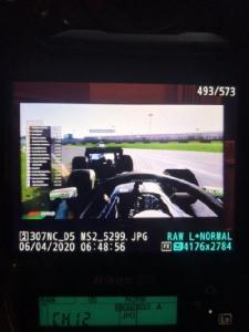 """โถชีวิตช่างภาพ """"มาร์ค ซัตตัน"""" ตากล้อง F1 นั่งแชะรูปนักแข่งเล่นเกมผ่านหน้าจอ"""