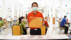 'ไปรษณีย์ไทย' อาสา รับ-ส่งสิ่งของเคียงข้างคนไทย