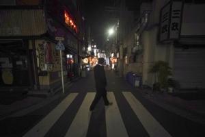 ย่านชิมบาชิ ซึ่งเป็นพื้นที่บาร์ชื่อดังในกรุงโตเกียว กลับเงียบเชียบมากในคืนวันอังคาร (7 เม.ย.) หลังนายกรัฐมนตรีชินโซ อาเบะ ของญี่ปุ่น ประกาศใช้ภาวะฉุกเฉินในกรุงโตเกียวและอีก 6 จังหวัด เพื่อต่อสู้สกัดกั้นการระบาดของไวรัสโควิด-19