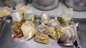 ฝ่าวิกฤตโรคห่าโควิด! กรณีตัวอย่างร้านแกงถุงสำเร็จ ตลาดสดศรีสงคราม
