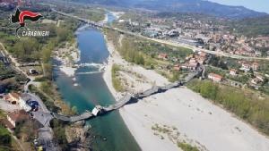 ภาพช็อก!! สะพานถนนข้ามแม่น้ำพังถล่มทั้งแผงในอิตาลี ล็อกดาวน์โควิด-19 ช่วยผู้คนรอดตาย (ชมคลิป)