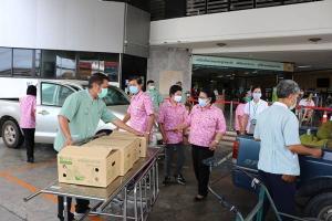 หน่วยงานด้านการเกษตร นำผลไม้ให้กำลังใจบุคลากรทางการแพทย์ รพ.ระยอง