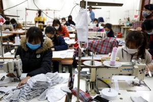 เวียดนามระดมกำลังผลิตหน้ากากอนามัยได้ 5.72 ล้านชิ้นต่อวัน