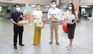 ฟาร์มเฮ้าส์ ผนึกกำลัง ข้าวตราไก่แจ้ ผลไม้อบแห้งคันนา ช่วยคนไทยสู้โควิด-19 มอบผลิตภัณฑ์ช่วยเหลือประชาชนในชุมชนแออัด