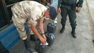 จับได้รายแรก! กองทัพมดป่าคำสั่งห้ามขายสุราสกัดโควิด ขนเหล้าเถื่อนเข้าชายแดนแม่สอด