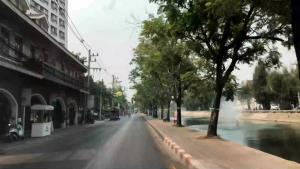 ครั้งหนึ่งในชีวิต! รอบคูเมืองเชียงใหม่สุดเงียบเหงา ไร้คนเล่นน้ำสงกรานต์