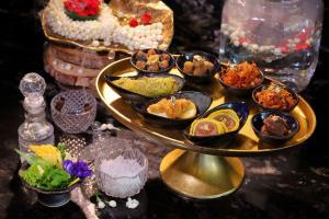"""ร้านอาหารไทย """"ทองหล่อ"""" ชวนคลายร้อนกับเมนูข้าวแช่ตำรับข้างวัง ส่งตรงถึงบ้าน"""
