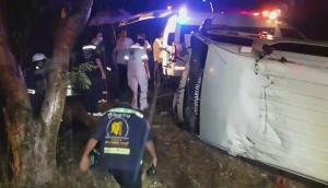 ฝนกระหน่ำเพชรบุรี ทำให้เกิดอุบัติเหตุรถตกข้างทางหลายคัน