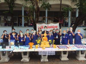 """ธารน้ำใจต้านโควิด """"ดร.เดวิด-มิ้น"""" มอบของใช้จำเป็นแก่มูลนิธิวัยวัฒนานิวาส สถานสงเคราะห์คนชรา   พร้อมขอพร-รดน้ำดำหัวเนื่องในวันปีใหม่ไทย"""