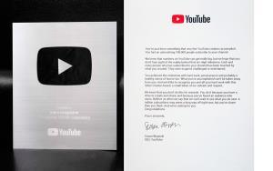ฟันยอดผู้ติดตามเกินแสน mars online คว้า Silver Play Button จาก YouTube