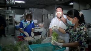 ฉุดไม่อยู่! อาหารฝีมือเชฟ รร.หรูราคาตลาดสด พนักงานพอใจ 300-400 บาท/วันแม้น้อยกว่าเงินเดือนที่เคยได้