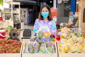 ตลาดผลไม้รวมใจ คนไทยช่วยชาติ