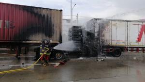 รถเทรลเลอร์ชนกัน 4 คัดรวด ไฟลุกไหม้คนขับถูกไฟคลอกดับคารถ