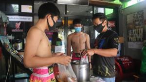 เวทีมวยปิดยาว! ทั้งโปรโมเตอร์-นักมวยดังเชียงใหม่ หันขายขนมจีน-ข้าวแกงดีลิเวอรีสู้ภัยโควิด