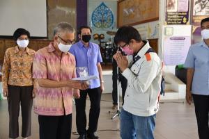 จันทบุรีส่งตัว 7 คนไทยจากกัมพูชากลับภูมิลำเนา ยันไม่มีใครติดโควิด-19