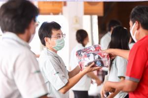 """เซเว่น อีเลฟเว่นชู """"คนไทยไม่ทิ้งกัน"""" สู้ COVID-19"""