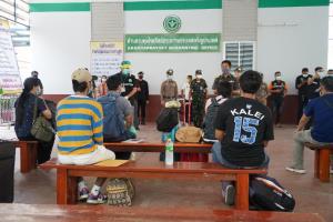สระแก้วรับตัวคนไทยล็อตแรกจากกัมพูชาเข้ากักตัวที่บ้านคลองลึก อ.อรัญประเทศ รวม 11 คน