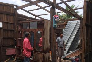 หนักสุดในรอบ 60 ปี! พายุฤดูร้อนถล่มศีขรภูมิ เมืองช้าง บ้านเรือนพังยับกว่า 100 หลัง