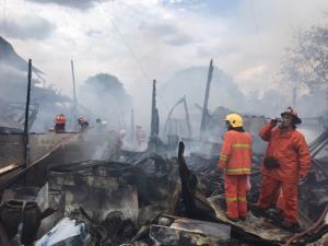 ไฟไหม้บ้านเช่าวอด 7 หลัง ทรัพย์สินไหม้เป็นเถ้าถ่าน โชคดีไม่มีใครได้รับบาดเจ็บ