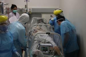 หึ่ง! ผู้ป่วยโควิด-19 เชียงรายกลับมาป่วยซ้ำ จนท.เร่งนำตัวกลับเข้าโรงพยาบาลอีกรอบ