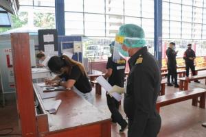 ผวจ.สระแก้ว รับคนไทยตกค้างในกัมพูชากลับบ้านเป็นวันที่ 2 พร้อมกักตัว 14 วัน