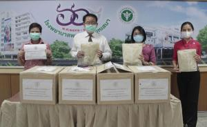 ส่งมอบชุดป้องกันการติดเชื้อ PPE แก่บุคลากรทางการแพทย์ ในโรงพยาบาลที่ขาดแคลน