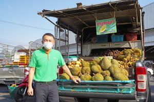 """""""ตลาดไท"""" ช่วยเกษตรกรขายผลไม้ภาคตะวันออกและภาคใต้"""