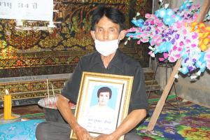พ่อลั่นยังไม่เผาลูกชายจนกว่า 11 ทหารตีนโหดขอขมาศพ ด้านทหารจิตเหี้ยมยังเก็บตัวกันเงียบ
