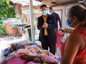 ดร.รณวริทธิ์ ปริยฉัตรตระกูล สมาชิกวุฒิสภา ร่วมกับนายอำเภอ เกษตรอำเภอ สาธารณสุขอำเภอ โรงพยาบาลส่งเสริสุขภาพตำบล และ อสม. ในจังหวัดร้อยเอ็ด ออกเยี่ยมเยียน มอบอาหารยังชีพ