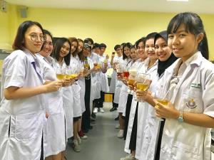 """การแพทย์แผนตะวันออก ม.รังสิต เปิดสอนวิชา """"กัญชาศาสตร์ทางการแพทย์"""""""