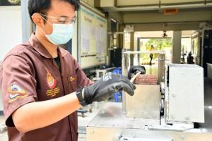 มทร.ธัญบุรี ประดิษฐ์เครื่องทำความสะอาดผิวหลอดไผ่