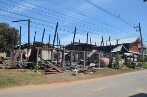หนุ่มแค้นเมียหนีออกจากบ้านราดน้ำมันเผาบ้าน ซ้ำลามหลังข้างเคียงวอดรวม 4 หลัง