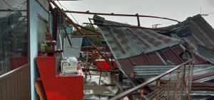 พายุฝนถล่มแคมป์คนงานก่อสร้างทางรถไฟสายคู่สายเหนือ เมืองลิง บาดเจ็บหลายราย