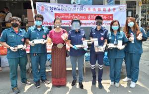 ส่งต่อน้ำใจไทย มูลนิธิป่อเต็กตึ๊ง ตั้งจุดแจกข้าว สู้ภัยโควิด-19