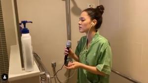 """ปริ่มใจมากๆ""""แมทธิว-ลีเดีย"""" ปล่อยคลิประหว่างอัดเสียงร้องเพลงในห้องน้ำที่โรงพยาบาล"""