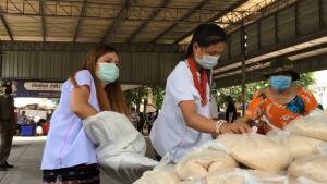 พี่น้องชาติพันธุ์ลัวะ 4 หมู่บ้านปางหินฝนขนข้าวสารปลูกเอง 2 ตันพร้อมผักลงดอยแจกคนเดือดร้อนโควิด-19 ในเมืองเชียงใหม่