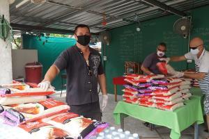 หนุ่มเบลเยียมทดแทนคุณอาศัยอยู่เกาะสมุยมา 33 ปี แจกข้าวสารให้คนเดือดร้อน