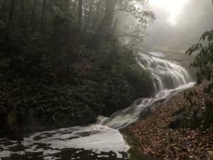 ดอยอินทนนท์ฝนหนักทั้งคืนจนน้ำหลาก ส่งผลดีน้ำตก-ลำน้ำสาขาที่แห้งขอดฟื้นคืนชีพ
