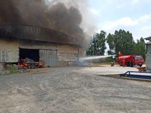 เพลิงไหม้โรงงานผลิตถ่านอัดใน อ.พนัสนิคม จ.ชลบุรี เสียหายกว่า 5 ล้านบาท