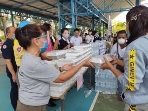 ปกครอง-กาชาดจับมือแจกข้าวกล่อง-อาหารแห้งช่วยชาวหัวหิน