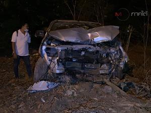 สลด! กระบะพุ่งชนรถ จยย.สามล้อพ่วงข้างผัวเมียดับ 2 ศพ คนขับกระบะกับลูกสาวเจ็บ
