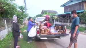 แม่ค้าตลาดนัดดิ้นสู้อีกรอบรับขยายเคอร์ฟิวรอบใหม่ ซิ่งกระบะเร่ขายตามหมู่บ้าน