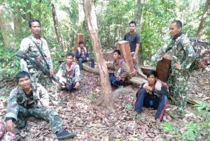 จนท.พิทักษ์ป่าศรีสะเกษจับ 3 กัมพูชาฝ่าเคอร์ฟิว ลอบข้ามแดนตัดไม้ป่าสงวนฯ ชายแดนไทย