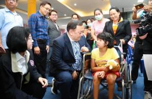 'คนพิการ' ยิ้มได้! รัฐช่วย 1,000 บาททุกคน 'จุติ' สั่งเร่งโอนเงินด่วน! สู้ภัยโควิด-19